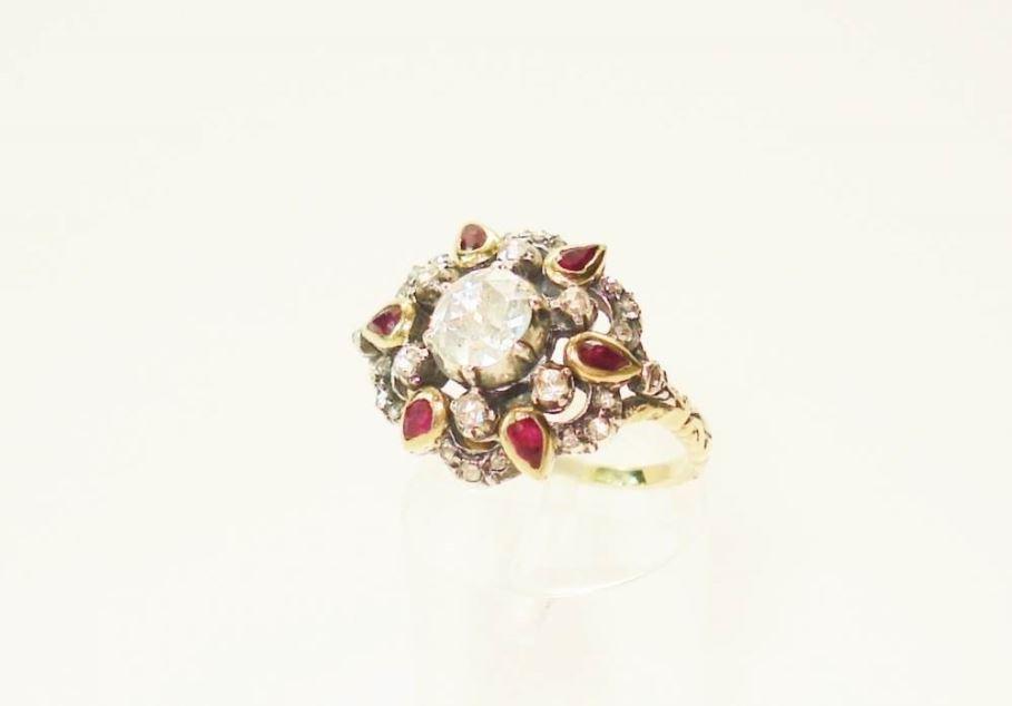 Anita Potters juwelier antiquair   Geelgouden ring met robijntjes en roosdiamant
