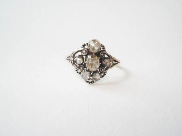 Antieke ring draagbaar en uniek
