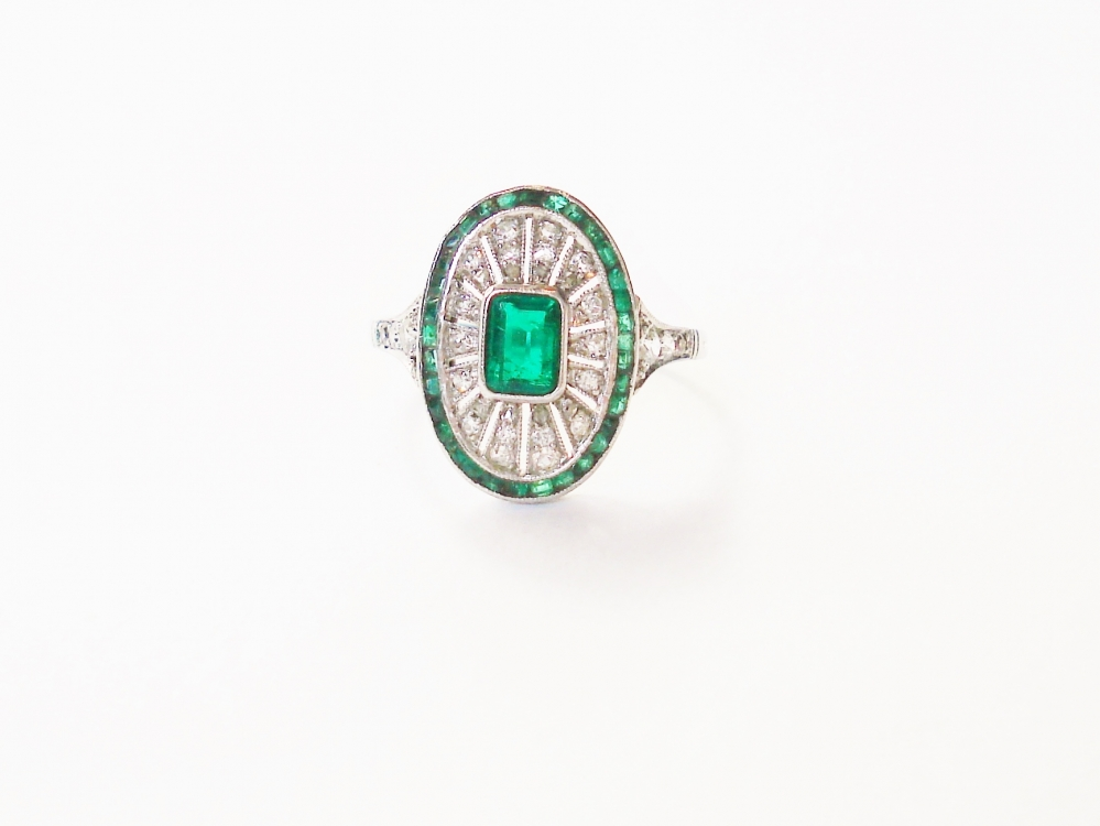 art deco ring witgoud brilajnat smaragd