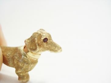broche hond geelgoud